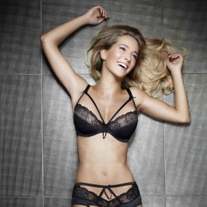 <p>This sexy black lace lingerie set is sure to set temperatures soaring this Christmas! He'll defo want to unwrap you wearing this saucy set - how hot is the criss-cross ribbon  detail? Answer: VERY!</p>