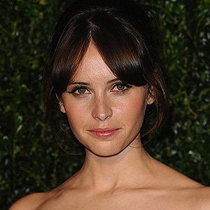 <p>Fringes aren't just for school girls anymore. Actress Felicity Jones attended the London Evening Standard Theatre Awards rocking a fierce fringe parted in the centre. Although we normally see this look with a pair of pigtails, Felicity tied it up in a glamorous chignon and finished off the look with winged cat-eye makeup.</p>