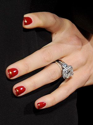 <p>Actress Jessica Biel was feeling festive at the Hitchcock film premiere in LA. She showed up wearing super shiny red nails with a gold stripe. We thought this classic minimal nail art was a sweet twist from the conventional French manicure. The newly-wed must be super excited to spend her first Christmas as Justin Timberlake's wife. Check out the stone on that bling. Wow!</p>