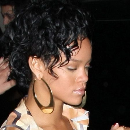 Rihanna, who is reportedly embroiled in a sex tape scandal with Chris Brown, has been making a few public appearances of late and here she is leaving posh LA eatery Les Deux..<br />