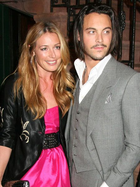 Cat Deeley is finally showing off her new beau, 26-year-old toy boy British actor Jack Huston, after the pair enjoyed dinner together in New York. And who wouldn't, he's absolutely gorgeous!  <br />