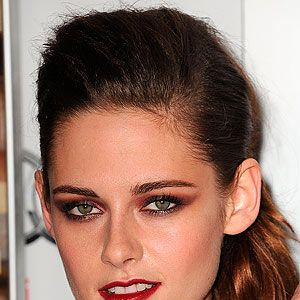 <p>Ooh, the lady is a vamp! If you find it tricky to do winged eyeliner, try it with a shadow instead which is way more mistake-proof.</p>