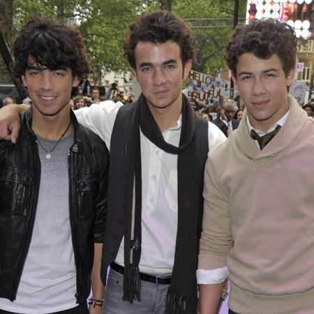 This hat-trick of hotties were born to break hearts across the globe. Not only are they massively talented and massively loaded (they've already sold eight million albums), they're also massively gorgeous! It's impossible to find the fittest between the three brothers, Kevin, Joe and Nick but we'll happily stare at their pic trying to decide<br />