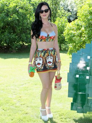 <p>Katy Perry looked a total Teenage Dream in this psychedelic Dali printed bralet and matching mini-skirt by Dolce & Gabbana when she soaked up the sunshine and festival vibes at Coachella 2013. We love that she kept her long locks loose and her accessories to the barest minimum - think sunnies and dangling earrings - not to mention those amazing dolly shoes. Love!</p>