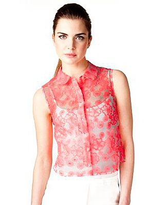 Lip, Sleeve, Skin, Shoulder, Textile, Joint, Standing, Style, Waist, Elbow,