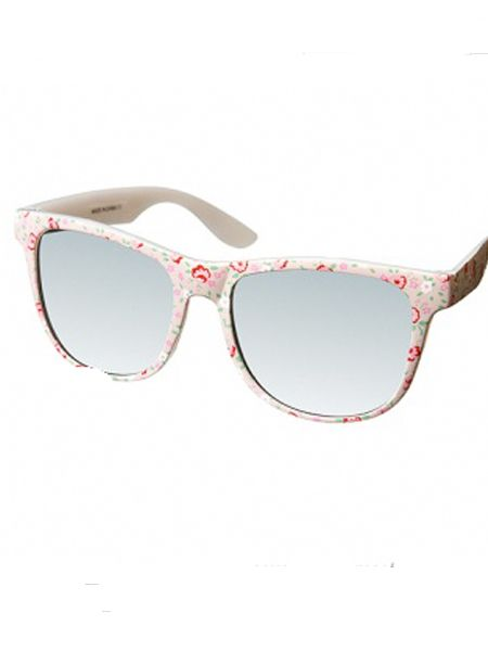 "<p>Tomorrow is Saturday and that means shopping day! But why wait 'til then, start now with Fashion Assitant Clare Smith's fashion hits...<br /></p><p><br />These cute sunnies are perfect for the Festival season; I'll be raiding a pair ready for V fest! <br /><br />£15, <a target=""_blank"" href=""http://www.topshop.com/webapp/wcs/stores/servlet/ProductDisplay?beginIndex=0&viewAllFlag=true&catalogId=19551&storeId=12556&categoryId=166003&parent_category_rn=166002&productId=1056734&langId=-1"">www.topshop.com</a><br /></p>"