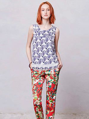 Sleeve, Shoulder, Textile, Joint, Standing, Style, Pattern, Fashion, Neck, Street fashion,