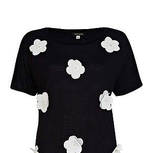 """<p>SO of-the-moment, with a girly twist, this 3D flower t-shirt channels spring's monochrome trend. And guess what? It's only £15! (No, we can't believe it either..)</p><p>3D flower t-shirt, £15, <a title=""""River Island"""" href=""""http://www.riverisland.com/women/t-shirts--vests--sweats/plain-t-shirts--vests/Black-and-white-3D-flower-t-shirt-641271"""" target=""""_blank"""">River Island </a></p>"""