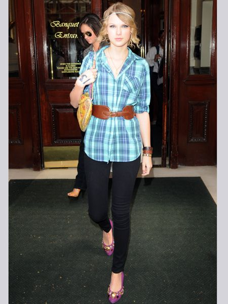 Working the London look while staying in the capital, the pretty Pennsylvanian-born pop princess goes casual in jeggings and a check shirt<br />