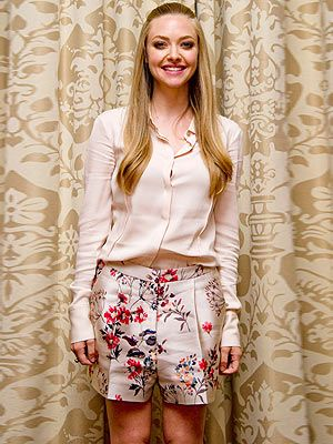 <p>Amanda Seyfried nailed the midsummer look at a Lovelace photo call in LA on Monday. The 27-year-old actress looked elegant in a chiffon champagne blouse, paired with silky floral shorts. Her 70s-inspired pinned back hair finished off the polished look perfectly.</p>