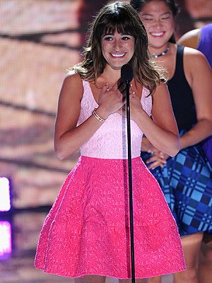 <p>Lea Michelle made the difficult decision to make her first public appearance following the sad death of boyfriend Cory Monteith at the 2013 Teen Choice Awards.</p> <p>Wearing a hot pink hoop skirt, baby pink shirt, and her 'Cory' necklace, Lea look truly stunning during her emotional speech.</p>