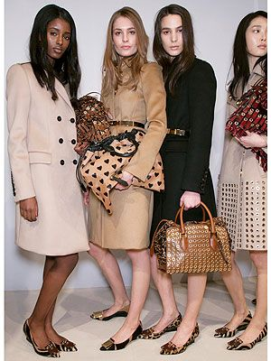 Clothing, Leg, Brown, Sleeve, Shoulder, Pattern, Textile, Dress, Human leg, Joint,