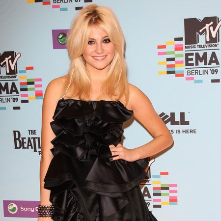 Pixie Lott looked stunning in her ruffled Dolce & Gabbana LBD and went on to win Best Push Artist at the MTV EMAs last night, held in Berlin and hosted by the dynamic Katy Perry (or should that be, Mrs. Russell Brand?)