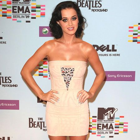 Katy Perry, who enjoyed many an outrageous outfit change throughout the ceremony, began the evening is this elegant beige mini dress and killer high heels...