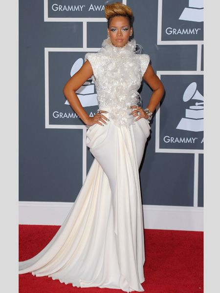 The single singer showcased her sharp style in a white feathered Elie Saab frock and gold heels