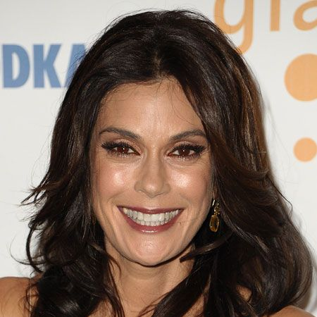<p>Long face shapes need texture and fringes to add width, bobs will also suit a longer shape as this create an illusion of shortening the face. Here's how the celebrities have done it.</p><p><strong>Left</strong>: Teri Hatcher has kept her style shoulder-length but added crunchy waves for width</p>