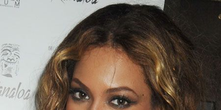 <p>The most versatile of the face shapes allows you to play with most styles, as these celebrities have done.</p>  <p><strong>Left</strong>: Beyonce has kept it long and loose with soft curls to highlight all of her paerfect facial features</p>