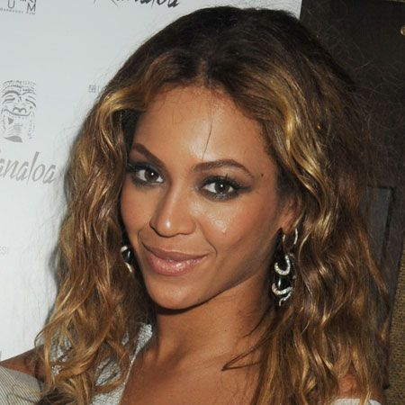 <p>The most versatile of the face shapes allows you to play with most styles, as these celebrities have done.</p>