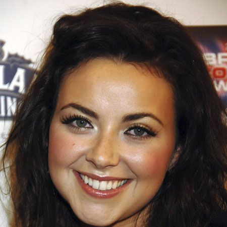 <p>Round faces don't have any angular features, and a super-feminine face needs super feminine hair, like soft curls and waves.</p><p><strong>Left</strong>: Charlotte Church's uses a long bob to shape her face and added waves for texture and volume, which also slims out her features</p>