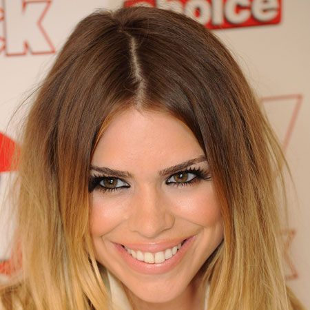 <p>Billie goes for a centre parting to work with her symmetrical face and to align the square jaw</p>