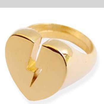 """<p>See in summer the most stylish way possible, with the help of Como's fashion assistant Natasha Guiotto and her high street picks for this week<br /><br /><br /><strong>Left: Heartbreaker</strong><br />Bling it up with tis broken heart ring- who needs men anyway?<br /><br />£16, <a target=""""_blank"""" href=""""http://www.meandzena.com/m4/RINGS/p43/*Broken-Heart*-Ring/product_info.html"""">www.meandzena.com</a><br /></p><p><br /><br /><br /><br /><br /></p>"""