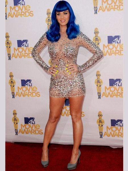 <p>Katy went all out in a sequin encrusted super short shift dress with grey stilettos and an electric blue wig</p>