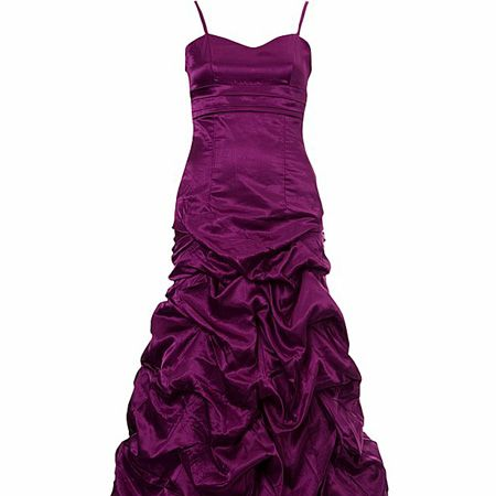 """<p>Turn heads and drop jaws with this wowzer gown. And have you <em>seen</em> the price tag?</p><p>£40, <a target=""""_blank"""" href=""""http://www.newlook.com/shop/teens/clothing/hitched-prom-dress_195315350?extcam=AFF_AFW_ShopStyle+UK"""">www.newlook.com</a></p>"""