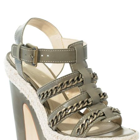 <p>Nail the utility trend in these stacked platforms with chain detailing</p>
