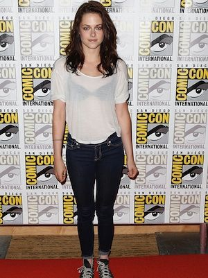 Kristen went ultra-cas at this red carpet event; donning the skinniest skinnies, beaten-up converse and a sheer white Tee (complete with black bra), she managed to make looking under-dressed extremely cool. A bit edgy and a bit Kristen, this is a look we WISH we could pull off as well as her!