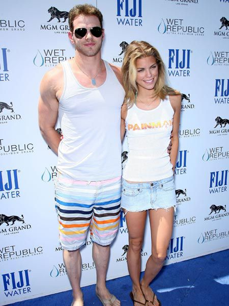 Click on to see the celebs adoring and avoiding the paps this week...<br /><br />Left: 'Twilight's' Kellan Lutz showed off his rippling biceps as he helped girlfriend '90210' star AnnaLynne McCord celebrate her 23rd birthday at the MGM Grand Resort and Casino in Las Vegas...<br />  Click on to see the celebs adoring and avoiding the paps this week...  <br />