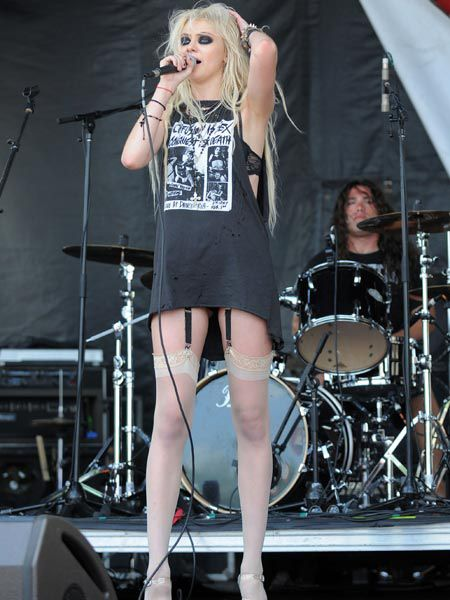 'Gossip Girl' Taylor Momsen showed off her killer pins in a pair of stockings and suspenders as she performed with The Pretty Reckless at the Vans Warped Tour in Florida...  <br />