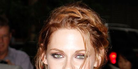 <p>Going on your hols? In need of some hair inspiration? Check out these  gorgeous summer do's from our fave celebs</p>  <p>Left: K-Stew is looking smoking hot with her new strawberry blonde locks. Much better than the dark short styles we've been used to on her. Lighter colours always look fab in the summer. We're bet R-Patz can't keep his hands off this hottie!</p>