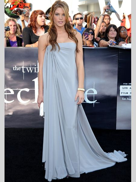 <h3>They've been around for a while but it seems the tricky trend has finally taken centre stage with the most stylish stars all sporting maxi dresses. Here they demonstrate the hottest ways to wear them.</h3>  <p>Left: Twilight beau Ashley Greene looked absolutely stunning in an ice blue Alexis Mabille dress. The draping is beyond gorgeous and the colour looks fab with her golden locks. </p>
