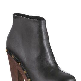 """<p>Are made for buying! Worn with absolutely everything you would totally get your moneys worth out of these bargainous boots!</p><p>£45, <a target=""""_blank"""" href=""""http://www.littlewoods.com/claud-stud-platform-ankle/734634095.prd?browseToken=%2fb%2f10999%2fq%2fblack+boots%2fr%2f100&trail=10999&prdToken=/p/prod3551876-sku4988183"""">Littlewoods </a></p>"""