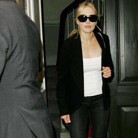 <p>Click through to see the celebs posing for the paps</p><p> </p><p>Left: Kate Winslet, currently living in New York, was seen leaving her London hotel after spending the weekend in the Capital with new beau Burberry model Louis Dowler... <br /></p>