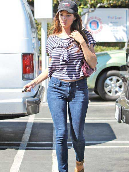 Kelly Brook enjoyed lunch with friends in West Hollywood before hitting the shops on Robertson Boulevard...