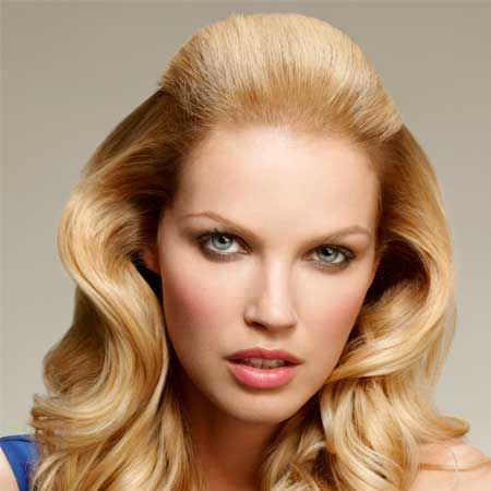 <p>Do you want a seductively shimmering style like the A-Listers have? Well, L'Oréal Paris has the perfect Elvive Nutri-Gloss range to prepare your hair and help it glimmer like the stars. Inject some dazzle into dull-looking tresses and revive your hair's super-shiny brilliance.</p><p><strong>Left: </strong>Cosmo shows you how to achieve this glamorously glossy, red-carpet-worthy look...</p>