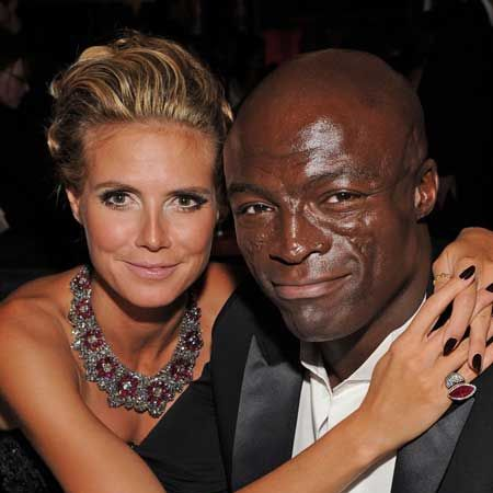 <p>Never without a smile etched upon their faces, this model couple look as much in love at the Emmy's as they did when they first met - bless!</p>