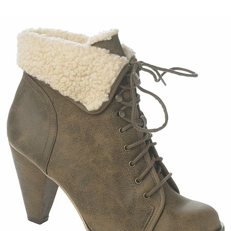 <p>The easiest way to autumn up your look is with some so-now shearling. These cool boots will go with everything</p>