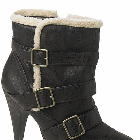 """<p>Shearling is the trimming du jour and these Burberry-esque beauties combine it with fierce buckles and high heels - it's booty love!</p><p>£34, <a target=""""_blank"""" href=""""http://www.newlook.com/shop/womens/boots/buckle-boot_202590424"""">newlook.com</a></p>"""