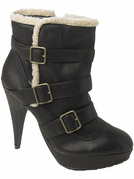 "<p>Shearling is the trimming du jour and these Burberry-esque beauties combine it with fierce buckles and high heels - it's booty love!</p>  <p>£34, <a target=""_blank"" href=""http://www.newlook.com/shop/womens/boots/buckle-boot_202590424"">newlook.com</a></p>"