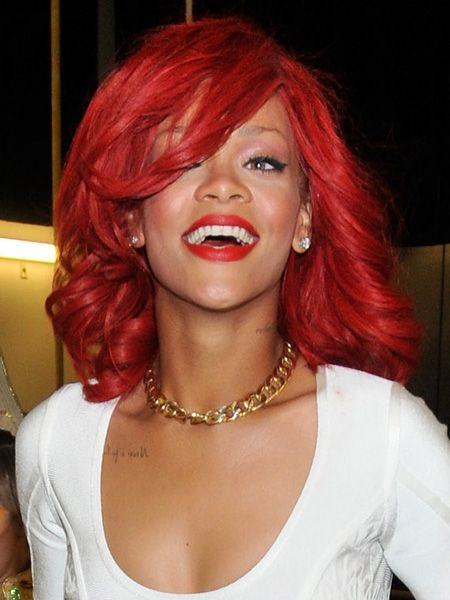 Rihanna's kept that fiery red hue we've been coveting, but she's sporting some fab waves with a soft side fringe!