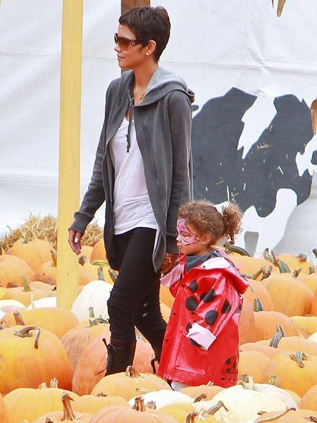 We've been so busy ogling pictures of Halle Berry and her new boyfriend Olivier Martinez that we forgot about the actress's other adorable sidekick - daughter Nahla. Here they are at LA celeb-spot Mr Bones' Pumpkin Patch. It looks like the 2-year-old is already getting into the Halloween spirit. Very cute.