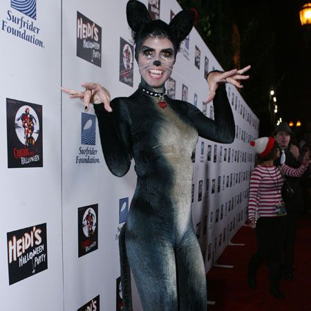 The queen of Hallowe'en gets it right yet again in her feline fancy dress. Of course it helps having super model stature when it comes to slipping into an unforgiving catsuit<br /><p> </p>