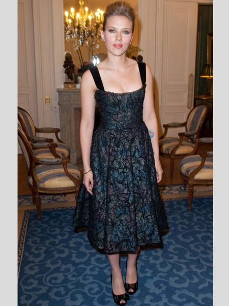 With her hourglass figure Scarlett is a walking masterclass for vintage dressing. The mid-length hems and nipped-in waists are perfect for her curves