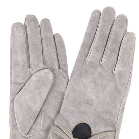 """<p>It was glove at first sight when we saw these suede beauties! The winter warmers with bow detailing are so pretty they don't even need wrapping</p><p> </p>£15, <a href=""""http://www.dorothyperkins.com/webapp/wcs/stores/servlet/ProductDisplay?beginIndex=0&viewAllFlag=&catalogId=33053&storeId=12552&productId=2092816&langId=-1&sort_field=Relevance&categoryId=240033&parent_categoryId=224160&sort_field=Relevance&pageSize=200"""" target=""""_blank"""">dorothyperkins.com</a>"""