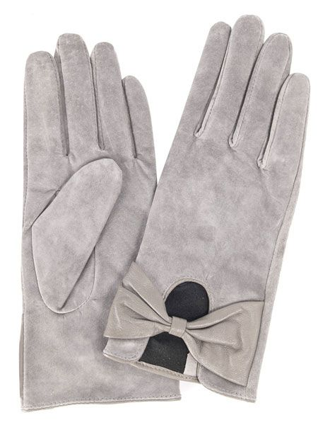 "<p>It was glove at first sight when we saw these suede beauties! The winter warmers with bow detailing are so pretty they don't even need wrapping</p><p> </p>£15, <a href=""http://www.dorothyperkins.com/webapp/wcs/stores/servlet/ProductDisplay?beginIndex=0&viewAllFlag=&catalogId=33053&storeId=12552&productId=2092816&langId=-1&sort_field=Relevance&categoryId=240033&parent_categoryId=224160&sort_field=Relevance&pageSize=200"" target=""_blank"">dorothyperkins.com</a>"