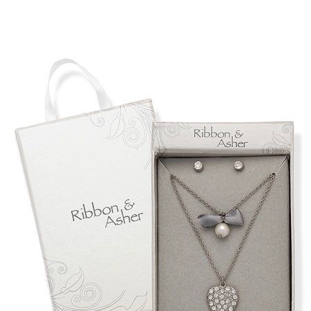 """This sparkling Ribbon & Asher jewellery will make the perfect decorations for our LBDs this Christmas <p> </p><p>£12.50, <a href=""""http://www.dorothyperkins.com"""" target=""""_blank"""">dorothyperkins.com</a></p>"""