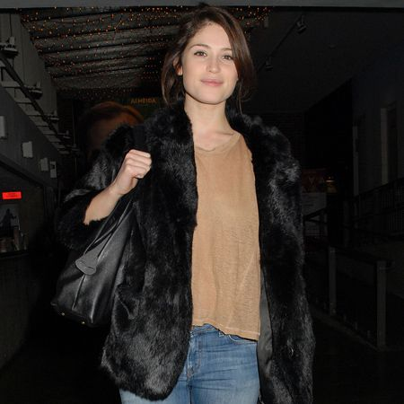 Following in the footsteps of fellow Brit Keira Knightley, Gemma Arterton has swapped the movie set for the stage, treading the boards at London's Almeida Theatre in play The Master Builder. We love the actress's dressed-down style, particularly her super-cute faux fur jacket.&nbsp&#x3B;  <br />