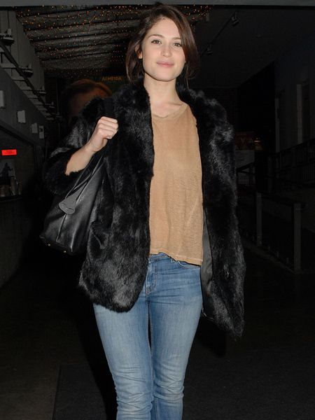 Following in the footsteps of fellow Brit Keira Knightley, Gemma Arterton has swapped the movie set for the stage, treading the boards at London's Almeida Theatre in play The Master Builder. We love the actress's dressed-down style, particularly her super-cute faux fur jacket.&nbsp;  <br />
